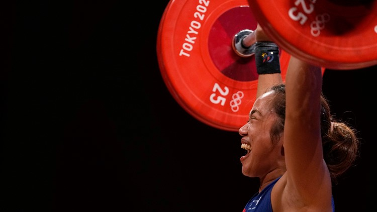 Weightlifter Hidilyn Diaz wins Philippines first ever gold medal