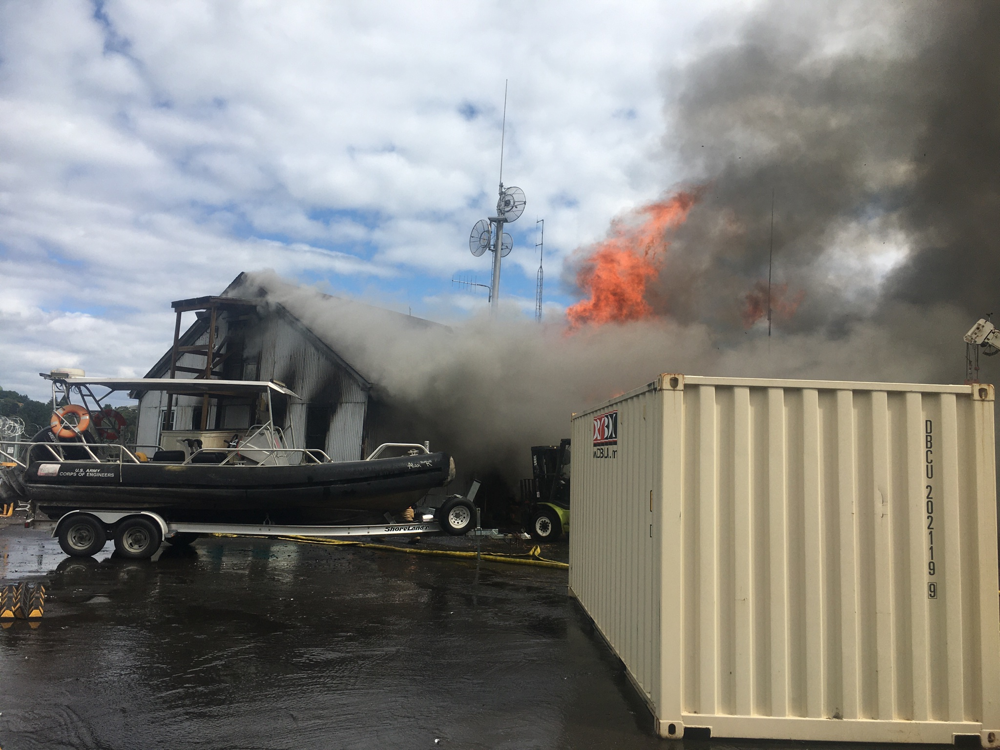Army Corps of Engineers building burns in NW Portland