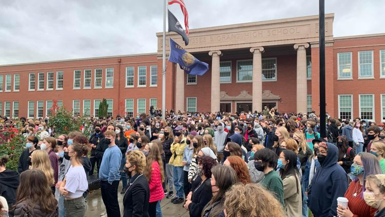 Grant High School students host walkout to support PPS student vaccine mandate